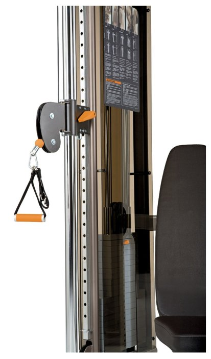 The lower pulley height settings combine with the ankle attachment to provide lower body isolation exercises